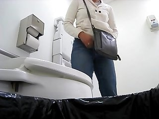 INDIAN DOCTOR MANJULA H. ADHIRA PEEING